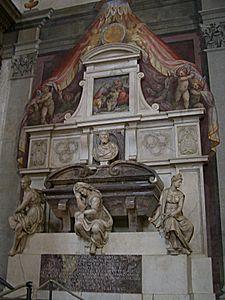 El sepulcro de Michelangelo Buonarroti con las tres alegorías y su busto sobre ellas. Foto ©: Wikipedia.org