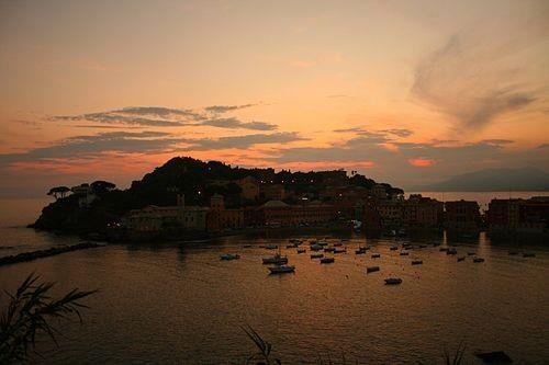 La baia dei Poeti al tramonto