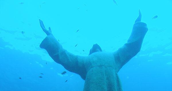 """la famosa statua del""""Cristo degli abissi"""""""