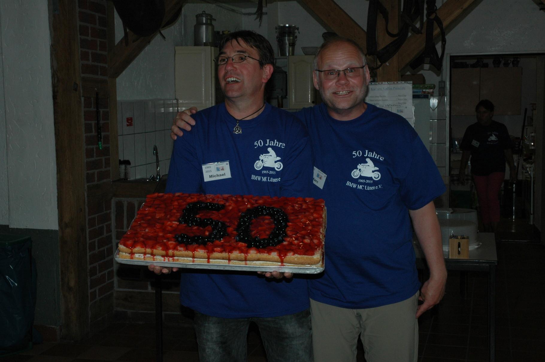 Inges Kuchen zum Geburtstag des Clubs, Michael und Marc