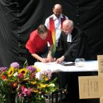 Die Leiter der drei Gemeinden bei der Unterzeichnung der Partnerschaftsvereinbarung