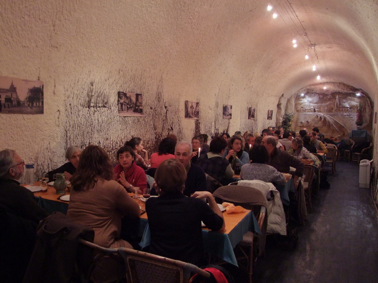 """Déjeuner au restaurant """"Les 2 Caves"""" à Bourré"""