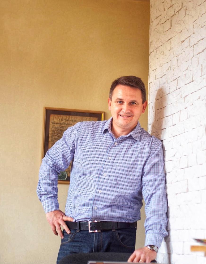 Володимир Сергачов (Керівник, викладач з 2009 р. Ужгородський Національний Університет. Certificate in TESOL  - Lingua Edge, 2012)