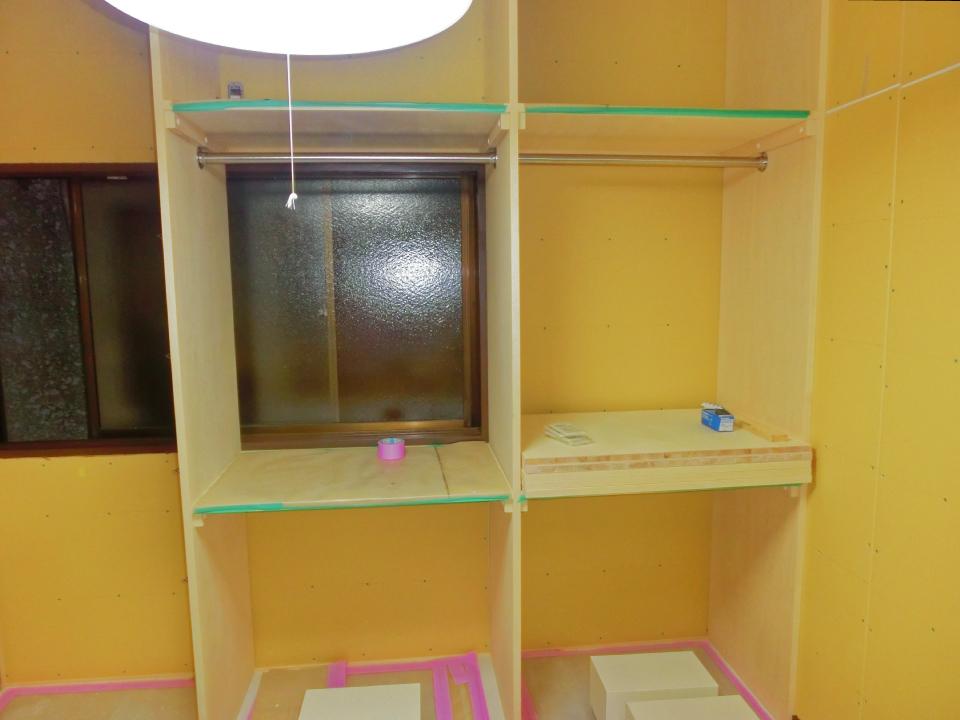 収納スペースは天井まで無駄なく使います