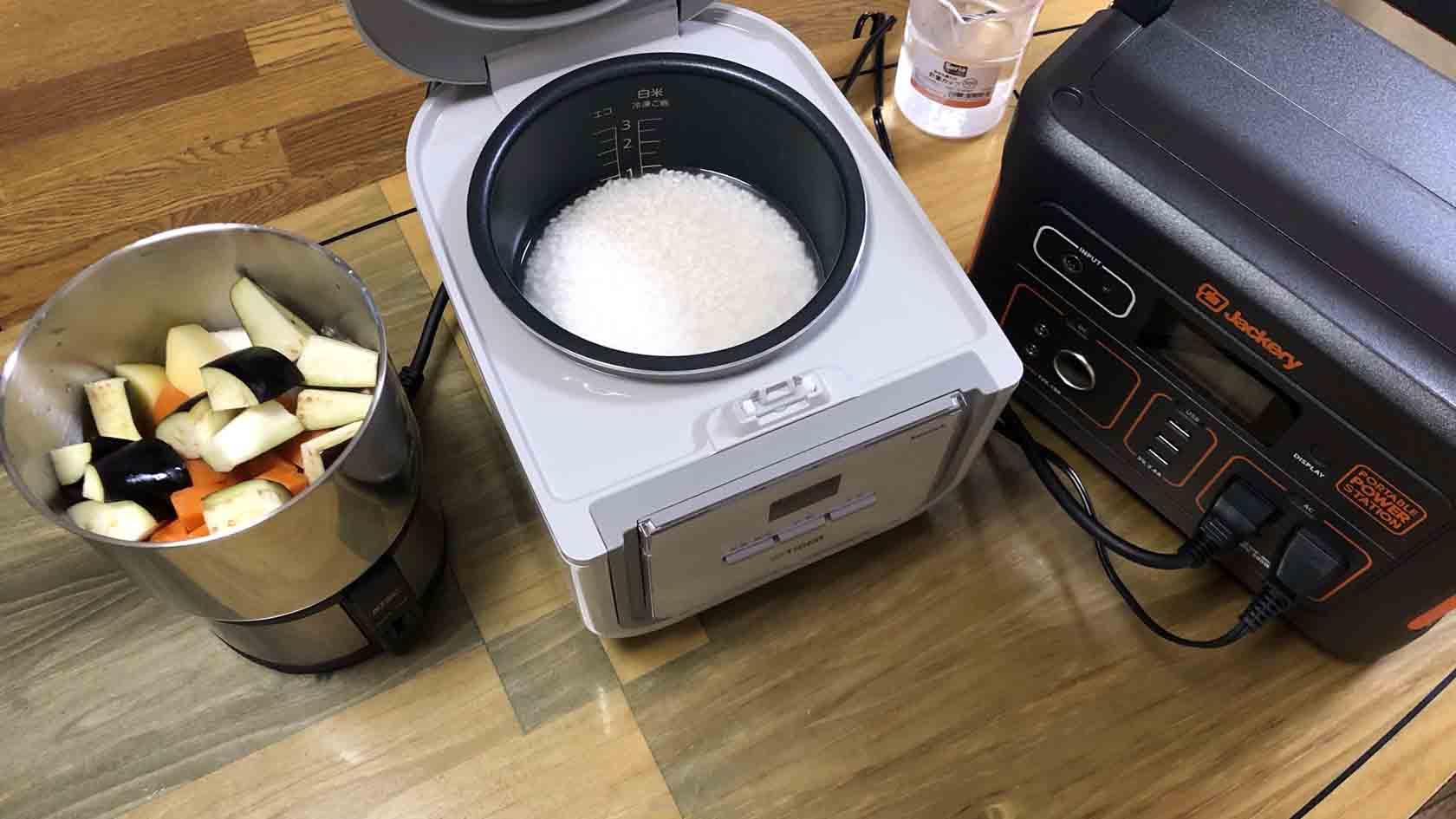 【Jackery ポータブル電源 700 レビュー】 炊飯器・クッカー同時使用でカレーライスを作れるか検証した。