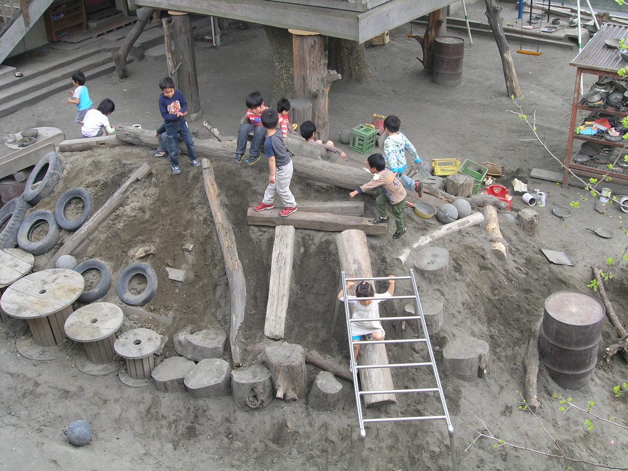 2013年4月22日園庭改造後1日目.子供達の反応や如何!