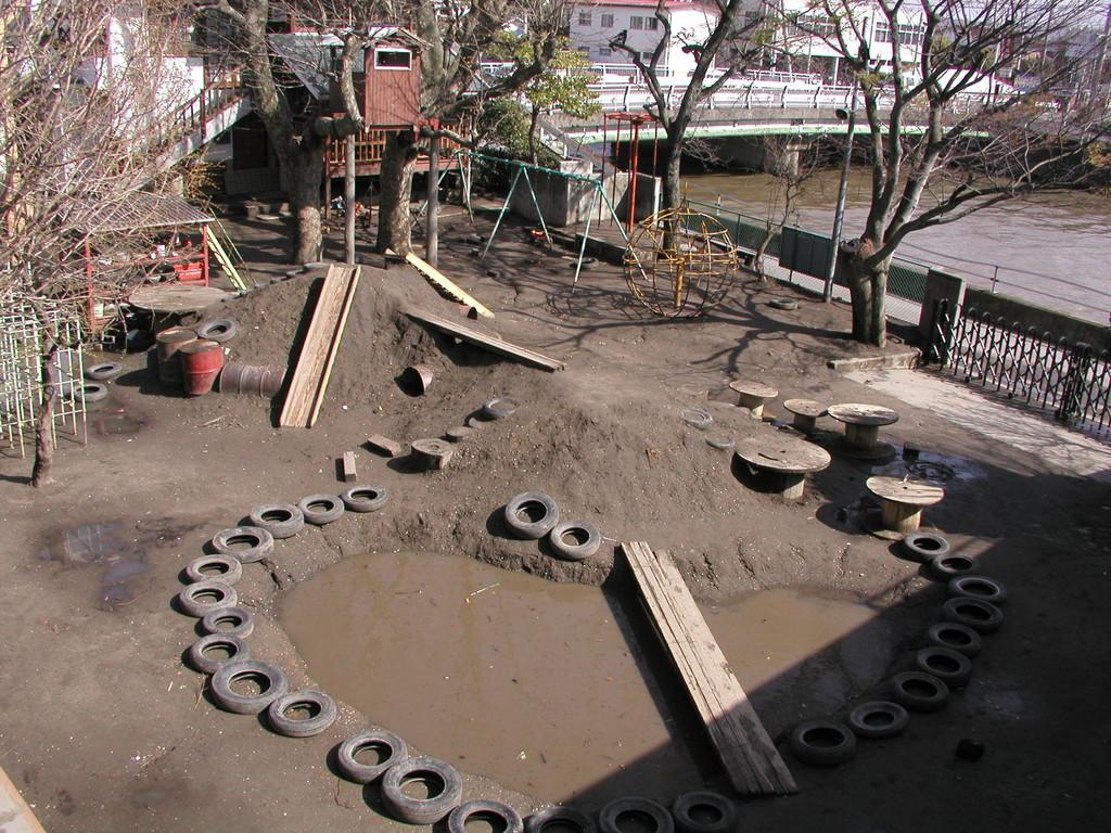 2004. 4. 5 撮影(その1) この年は大きな池が出現