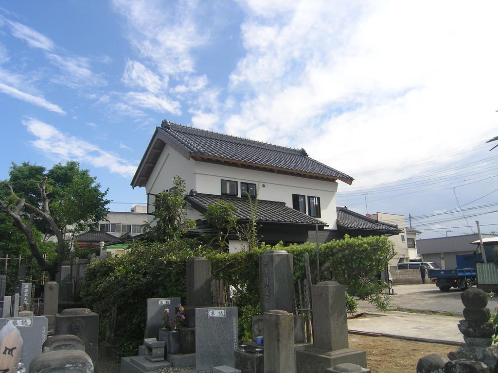 棟梁はまず、移設再建された土蔵の屋根を原型に復してくれた。