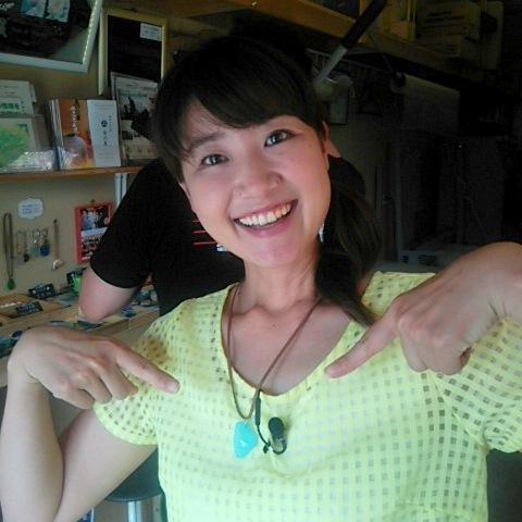 YBCピヨ卵ワイド 相磯舞アナウンサー来店 7-Colors鶴岡ガラスアート工房 金魚柄のガラスアクセサリー