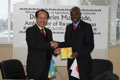 駐日ルワンダ共和国大使への記念品