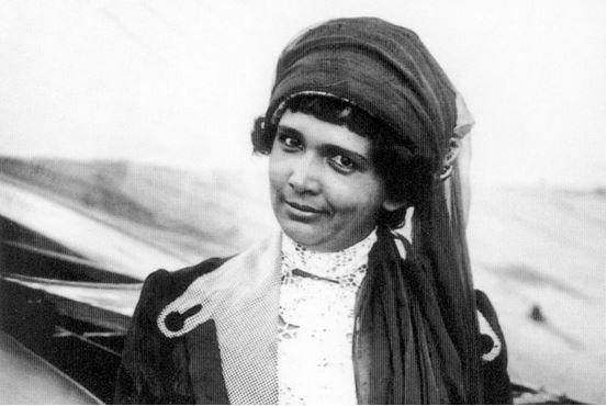 Beatrix de Rijk (1883 - 1958) - De eerste Nederlandse vrouw met een vliegbrevet, in Frankrijk behaald in 1911.