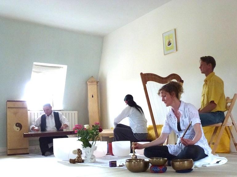 1. weltweite Klangvernetzung Torhaus Schloss Kochberg 21.5.12. Foto: Privat