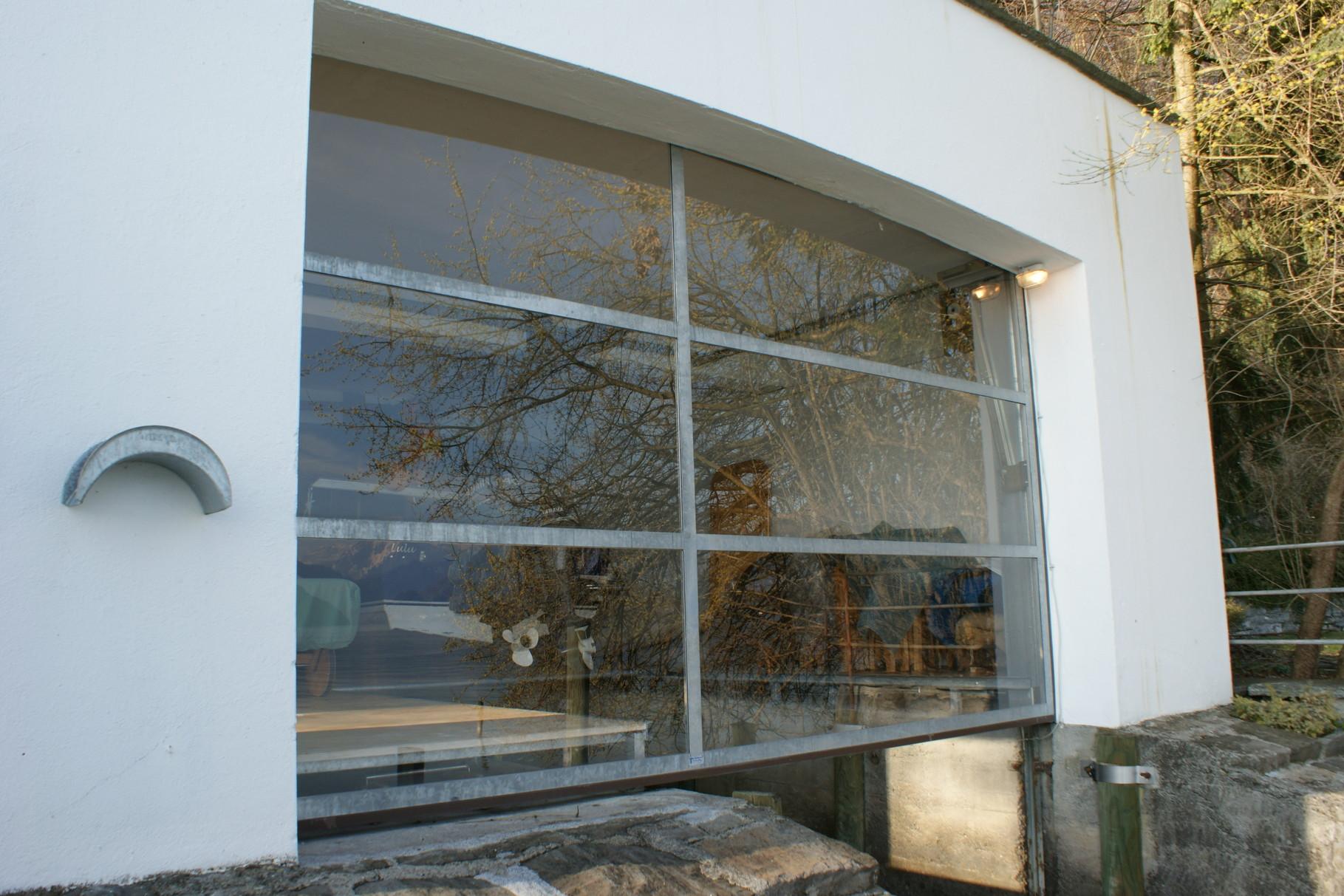 Kipptor für Bootshaus mit Glasfüllung