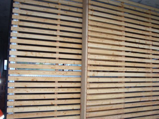 Schiebetor mit Holzfüllung