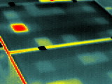 ein auffälliges Schachbrettmuster weist auf defekte Bypassdioden hin (dauerhaft leitend), alternativ ist die Spannung am Wechselrichter zu prüfen