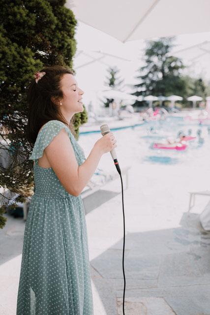 Sängerin Alma Cilurzo Bürgenstock Resort Sängerin Hotel Pool Party Mid Summer