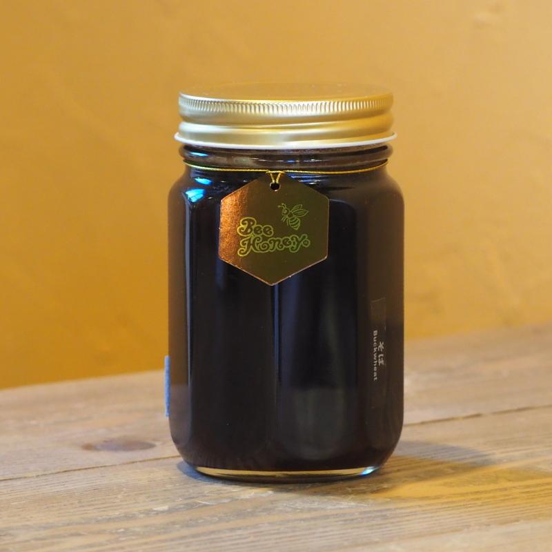 特有の風味と薫りにコクのある甘さが個性的な蜂蜜,国産純粋蜂蜜,そばはちみつ500g,Bee Honey,はちみつオンライン通販ビーハニー