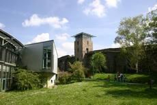 Justus-Liebig-Haus and city wall
