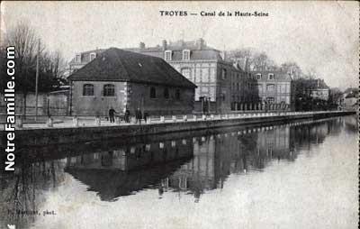 port au bois près de la piscine