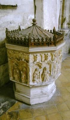 la cuve baptismale où Urbain IV a été tenu sur les fonts('actuellement en l'Elise Urbain IV)