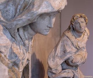 La Vierge et saint Jean du Calvaire par Dominique Florentin pour le jubé de Saint-Etienne de Troyes groupe sculpté conservé au musée du Vauluisant, Troyes