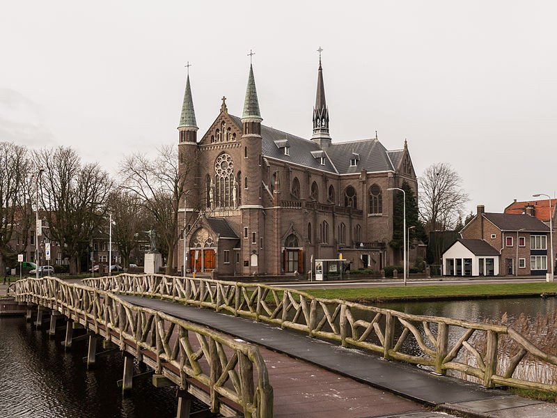 Church (de Sint Josephkerk) with bridge (de Nassaubrug)
