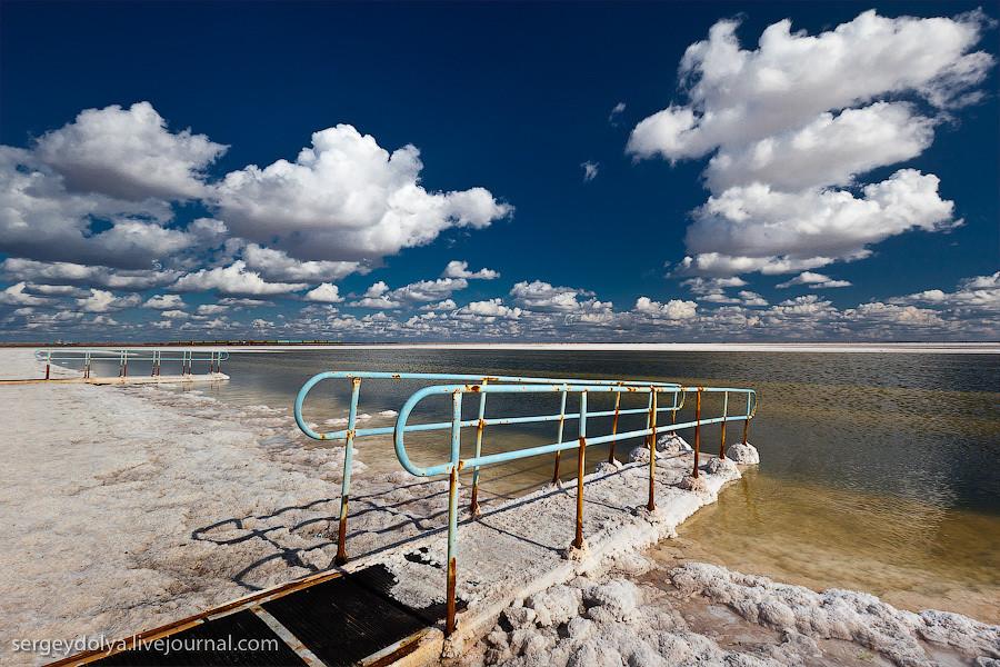 Соленое озеро Баскунчак и гора Богдо
