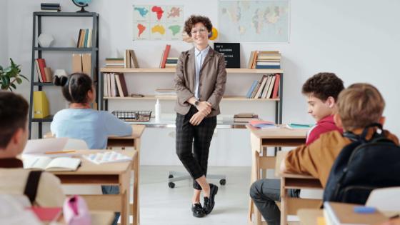 Outfit-Tipps für Lehrerinnen & Pädagoginnen