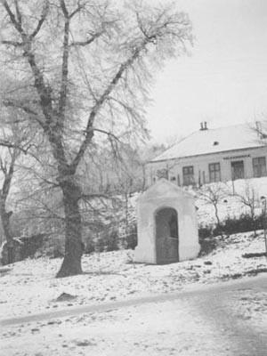 Hörersdorf: Johannes Nepumuk-Kapelle u. Volksschule (jetzt Kindergarten) - Foto von Leopold Zieger