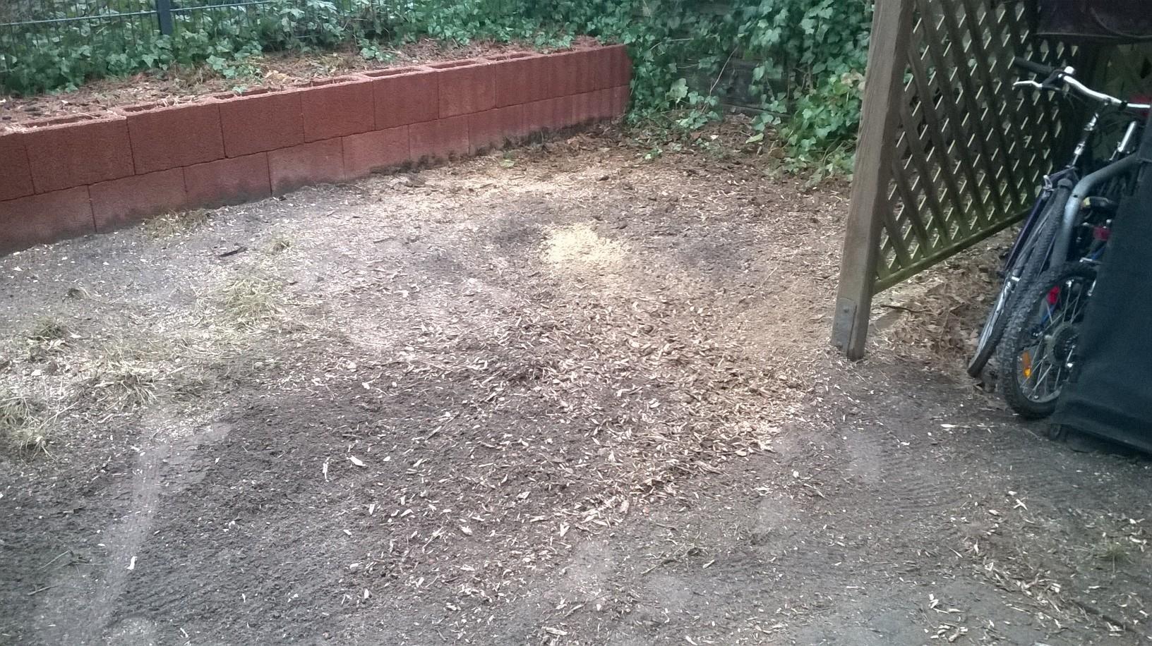 Fläche fertig zur Rasenaussaat oder Bepflanzung.
