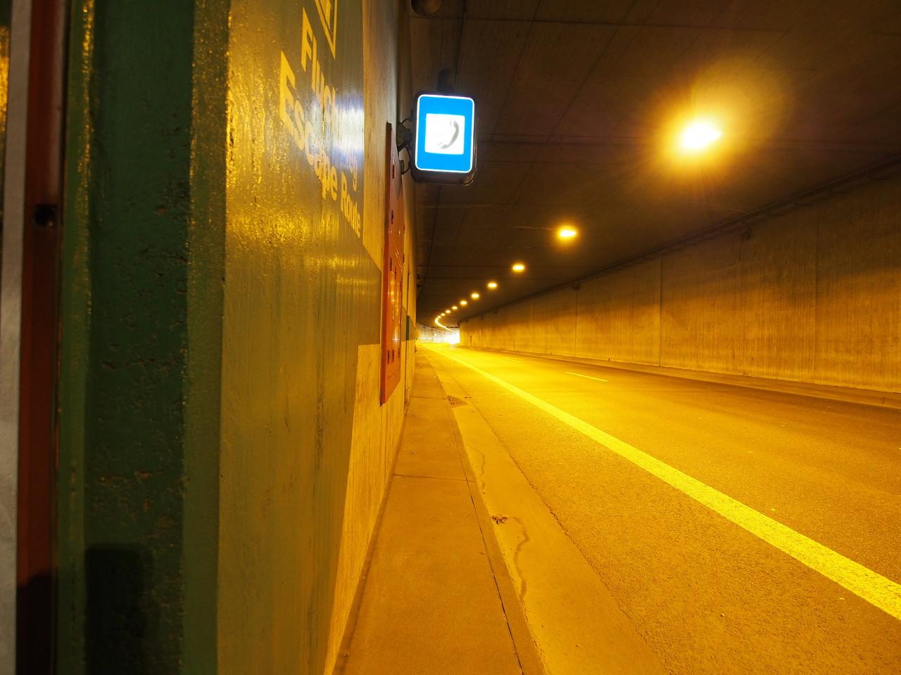 Düsseldorf - Rheinufertunnel