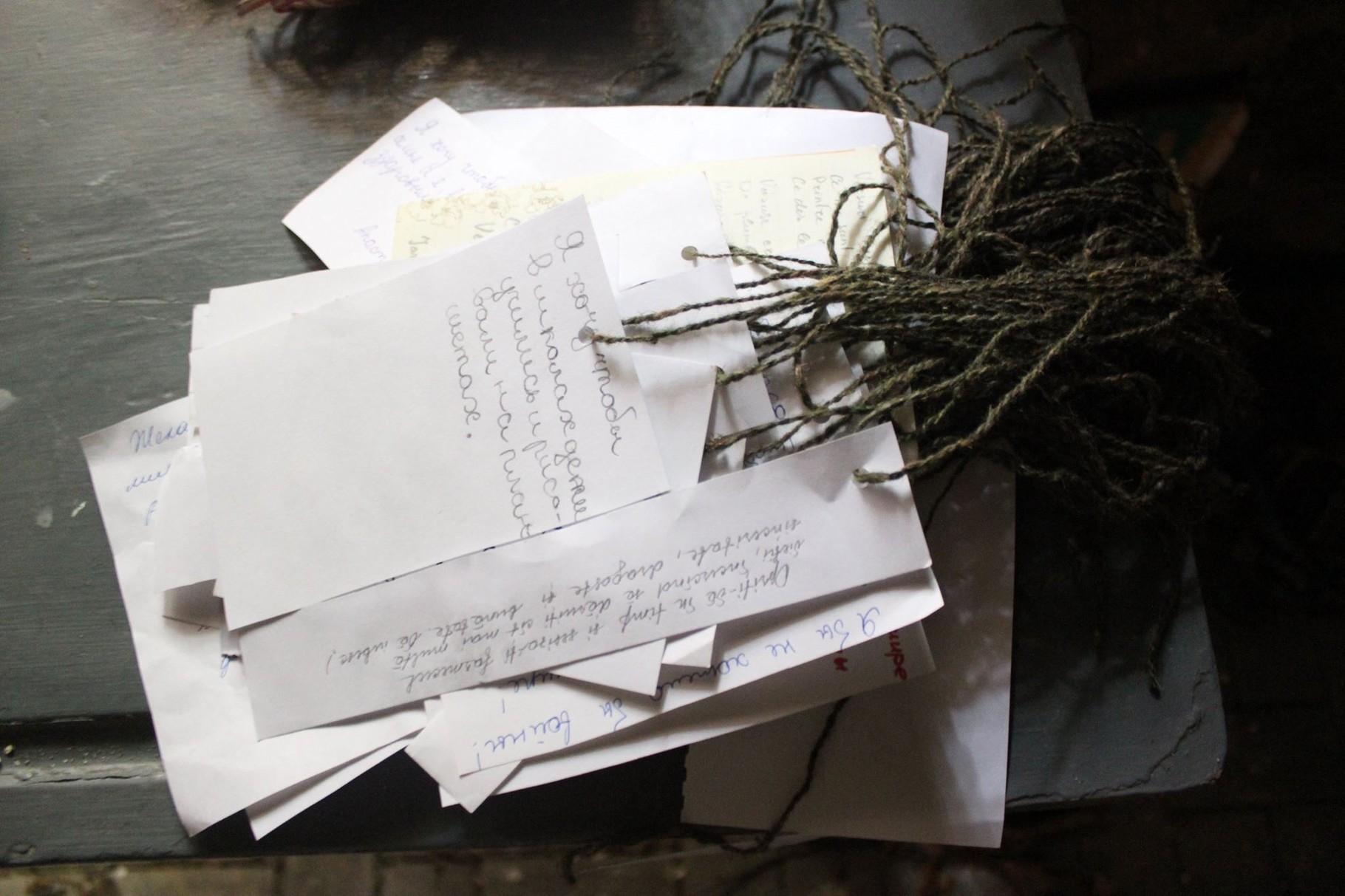 """handwritten wishes - """"Galerie Podzemka"""" - Installation WÄRMEPOL/ idea generator"""