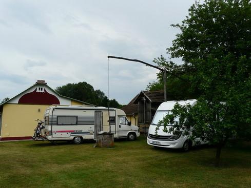 "Campingfreunde im Grundstück  ""Karola- Tanya"""