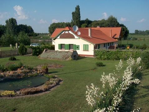 """Wohnhaus """"Karola Tanya"""" mit Vorgarten"""