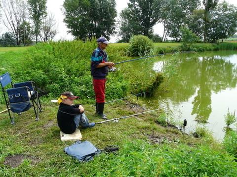 """Adam und """"unser"""" Toni beim Fischen im August 2010"""