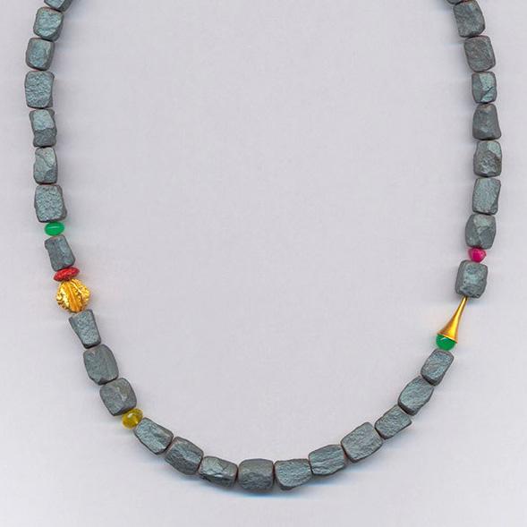 Halskette mit Hämatithen, Chrysopras & Korallen, Gelbgold 900 & 750