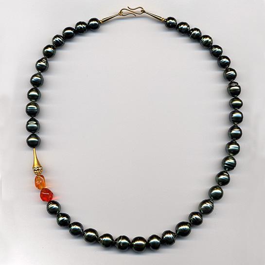 Halskette mit Feueropalen, Tahitiperlen & Brillianten, Gelbgold 900 & 750