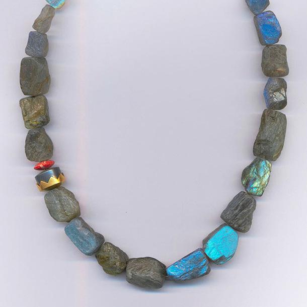 Halskette mit Labradorith & Koralle, Gelbgold 900 & 750, Silber 925