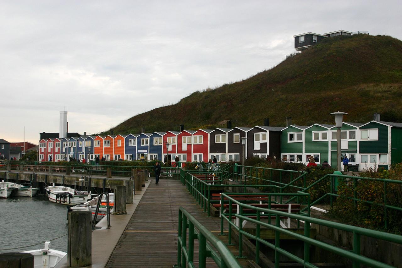 Abschiedsbild beim Weg zur Fähre: die berühmten Hummerbuden von Helgoland.