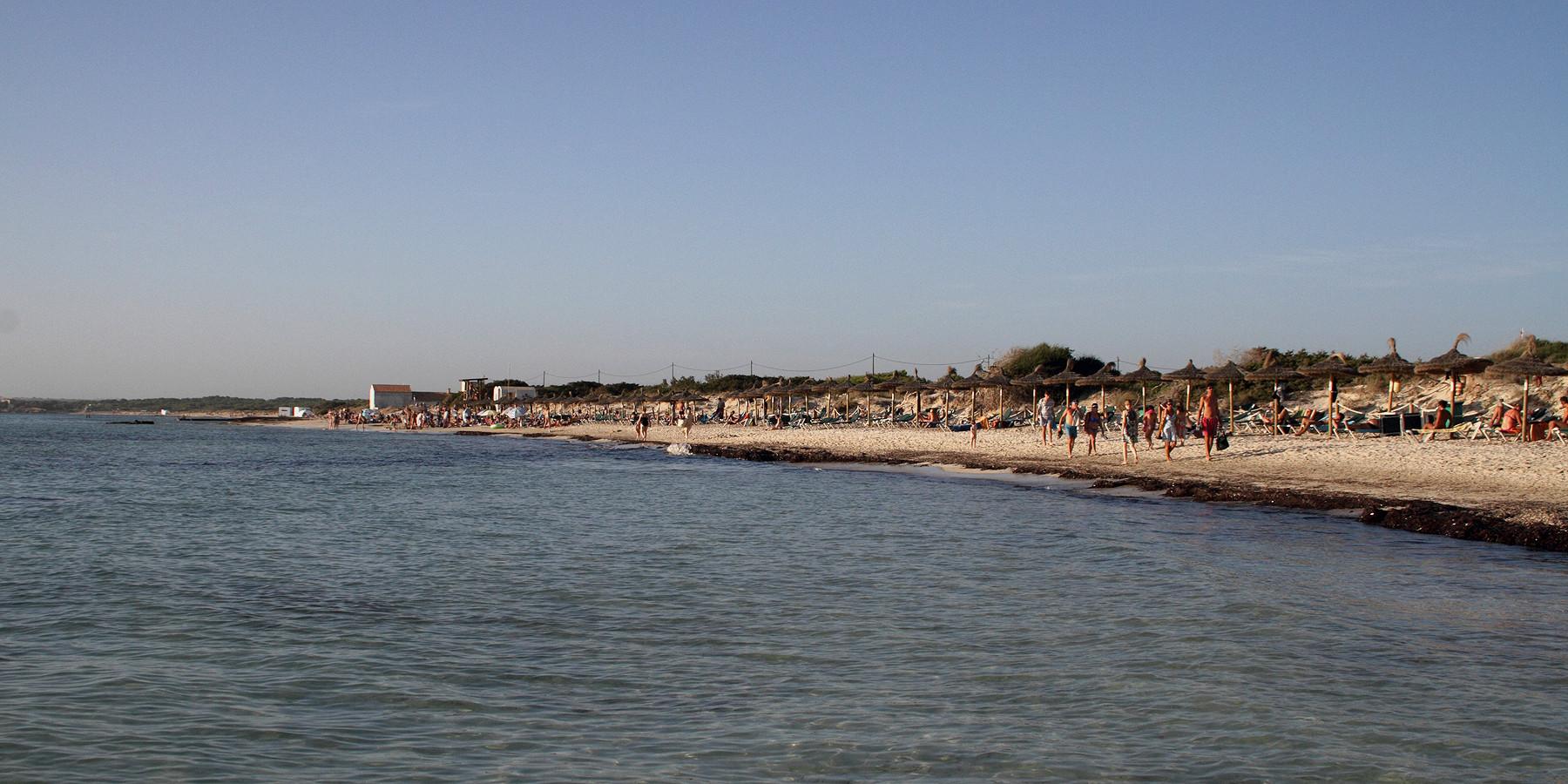Ballermann, Massentourismus ... Mallorca hat viel Negativ-Image und ist bekannt für überfüllte Badestrände (Bild: Es Tenc)