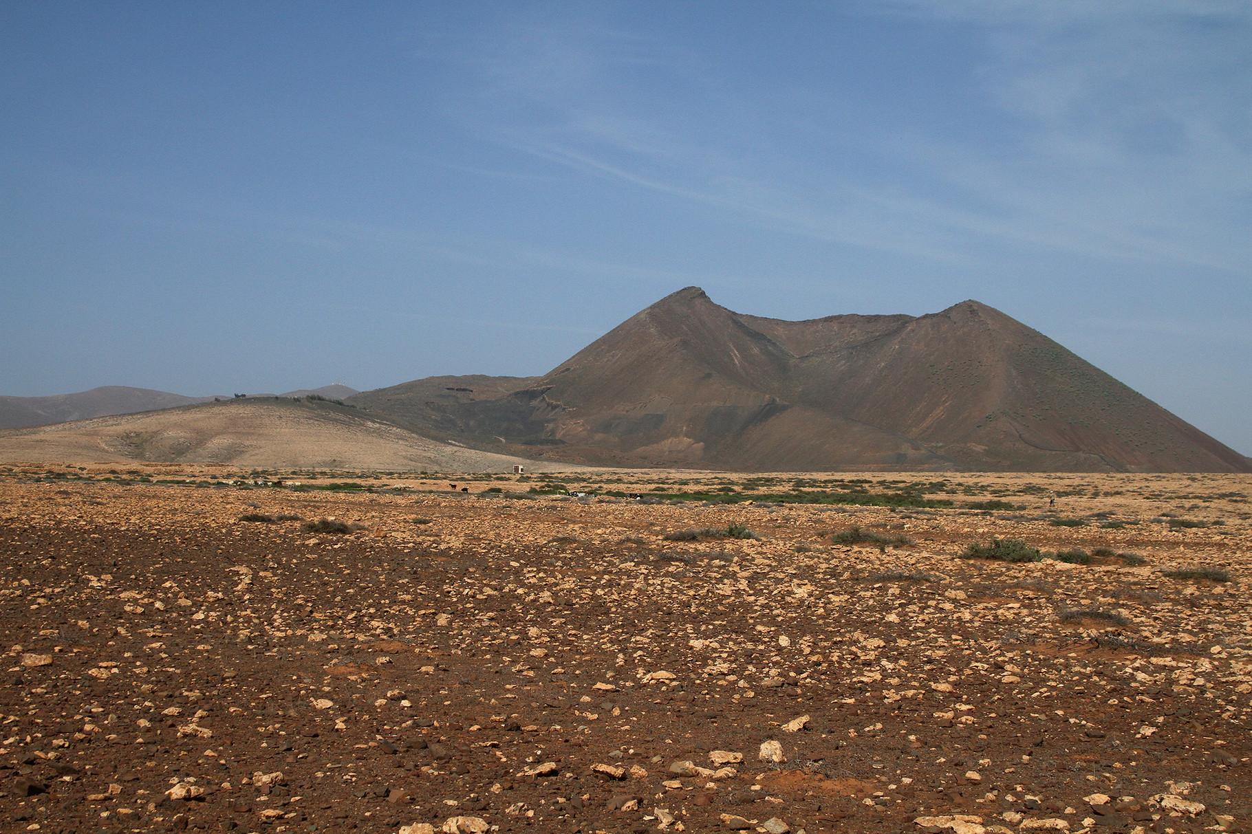 Kargheit bestimmt das Landschaftsbild im Inselinnern bei Tiscamanita