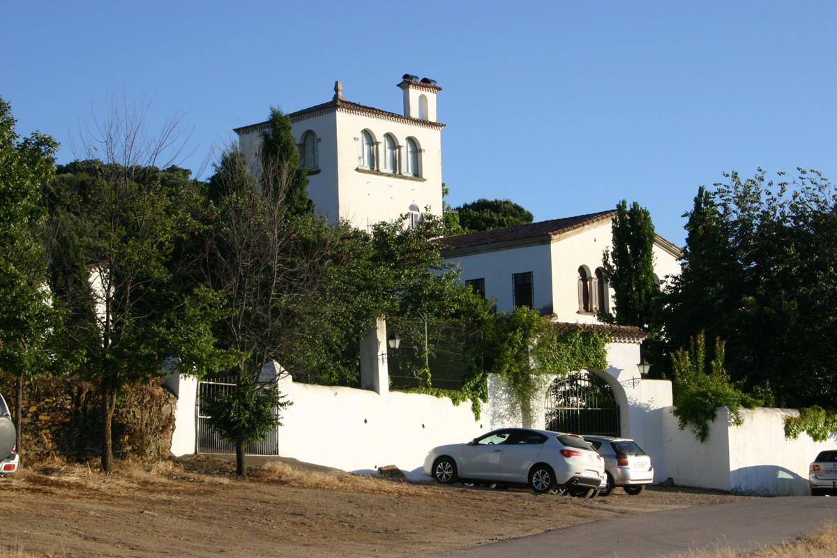 Hotel Viña las Torres, 10km südlich von Trujillo: Aussenansicht mit unserem weissen Alfa Romeo...