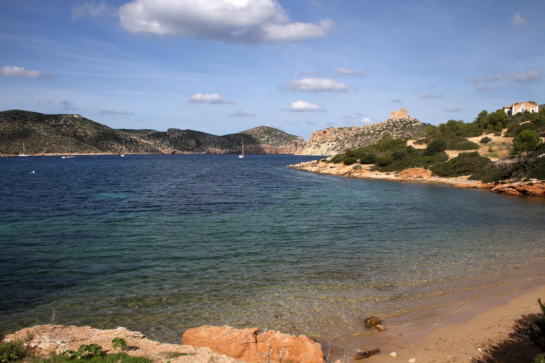 Mallorca hat auch andere Seiten und besitzt sehr schöne Landschaften: Bucht auf der Insel Cabrera (Nationalpark)