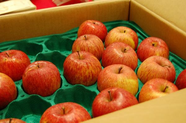 ナント!お米を買うと、木村さんのリンゴ「奇跡のリンゴ」が!