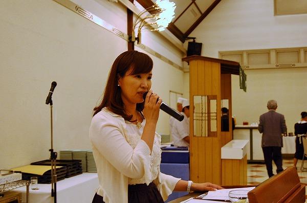 司会の山田響子さん。臨機応変に、コンセプトをしっかりお伝えくださいました。長丁場をありがとうございます
