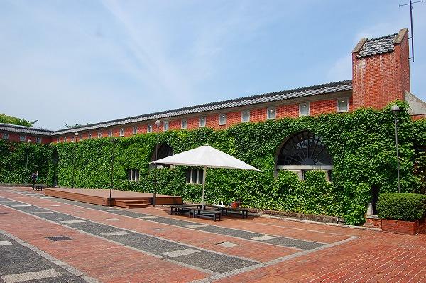 紡績工場跡地だった、倉敷アイビースクエア 広場は夏にビアガーデン会場となります