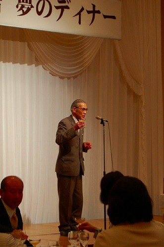 「NPO法人木村秋則自然栽培に学ぶ会」の清水会長が乾杯の音頭を♪
