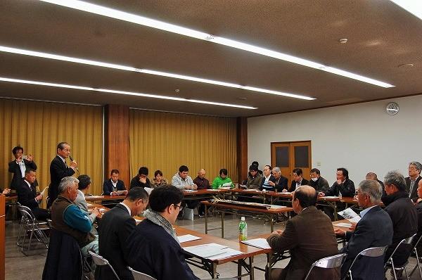 姫路市農業委員会 会長さんからのご挨拶から懇談会が始まり、この後 熱い質疑応答が…!