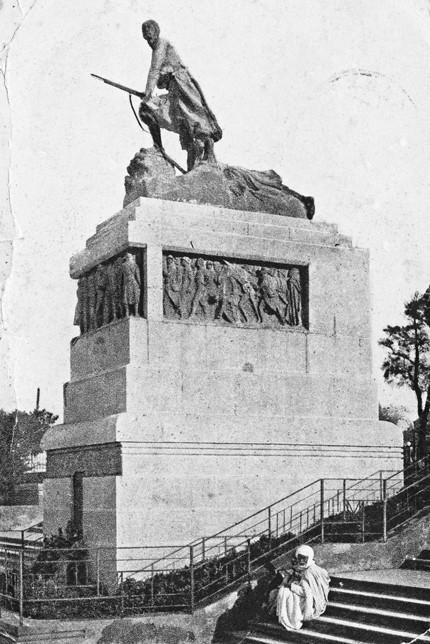 Le monument aux morts de Mostaganem en Algérie