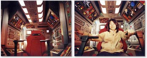 宇宙船コクピット内部